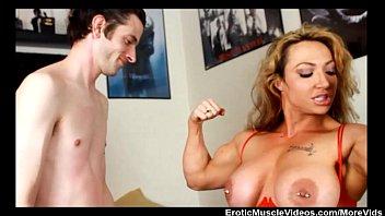 Mãe safada dando a buceta pro amigo de seu filho