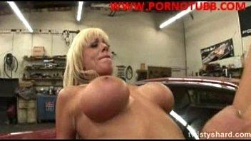Safada trepando no carro porno hut