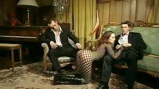 Cynthia Lavigne transando com dois aristocratas
