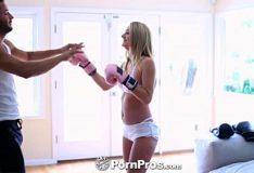Natalia Starr loira sensual oferece seu sanba porno