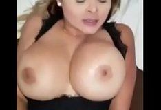 Cristi Ann faz sexo enquanto seu marido dorme na protona