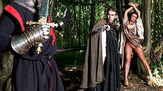 Porno medieval da Keira Knight fodida na floresta
