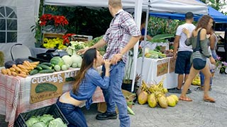 Eva Lovia fodendo na barraca de legumes com cliente