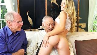 Neta ninfeta fazendo sexo com velho