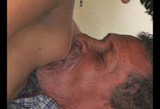 Neta puta em porno com velhos