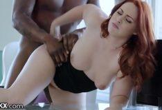 Ruiva gostosa fodendo com se parceiro dotado em um belo porno amador